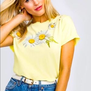 """Wildfox """"Fresh as a Daisy"""" destroyed tee XS"""